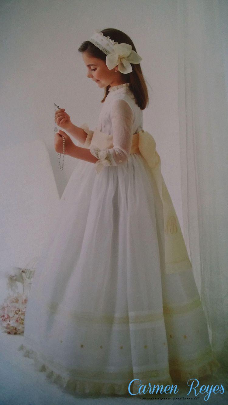 1cc9de8fb Vestido de Comunión de organdí blanco con encaje de valencié beige ...